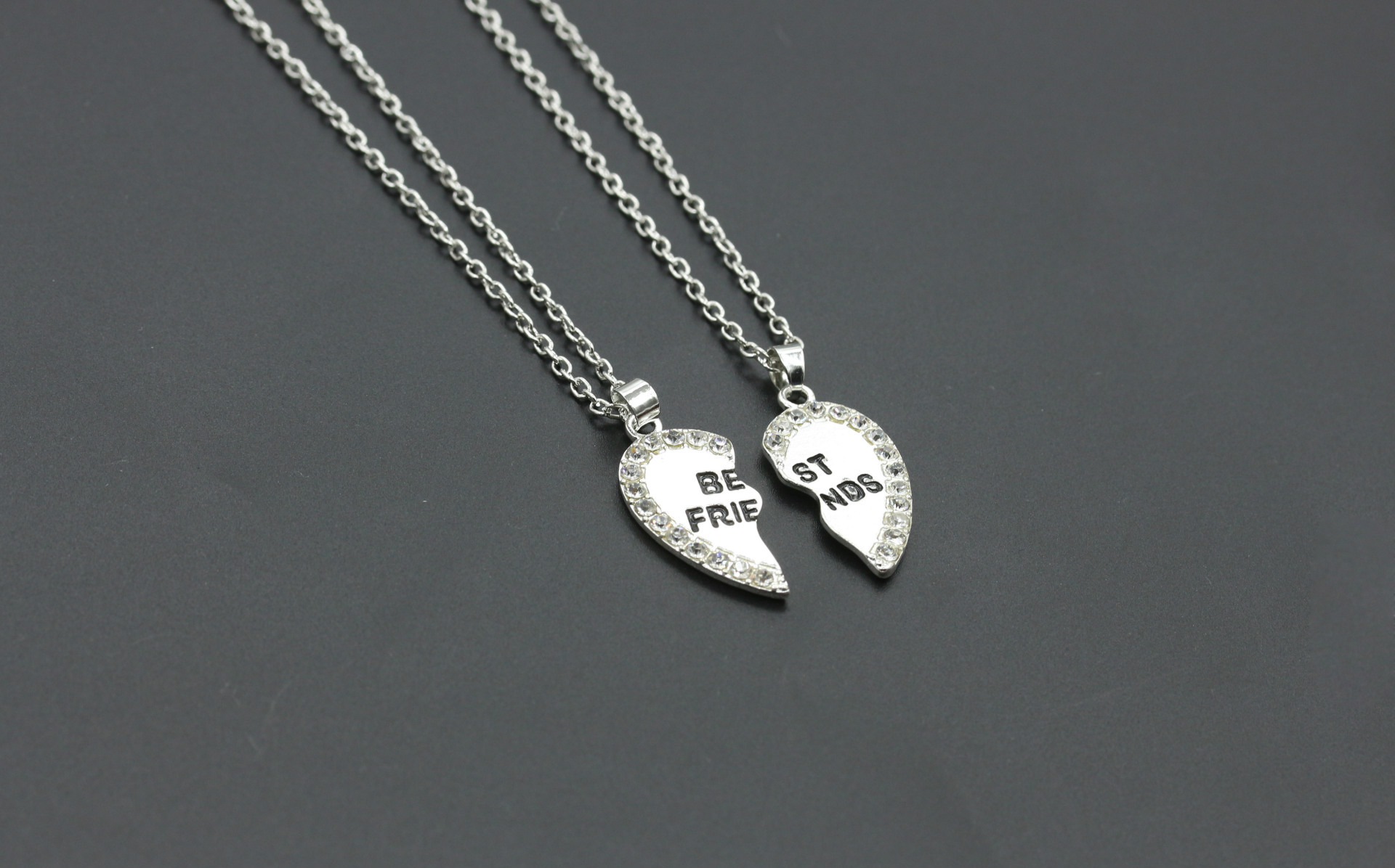 2pcs-Best-Friends-Heart-Necklace-Pendant-Crystal-Rhinstone-Silver-Chain-Gifts